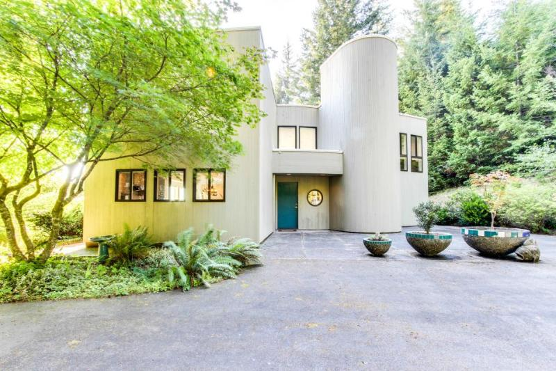 Mid-century home w/floor-to-ceiling windows - great views! - Image 1 - Coos Bay - rentals