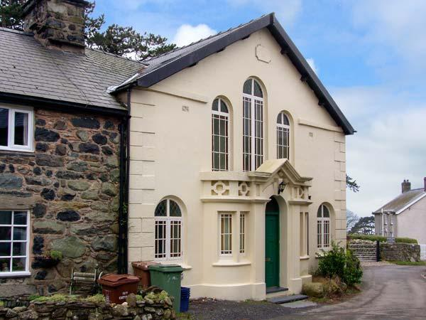 CAPEL CADER IDRIS, character chapel conversion, original features, close to beach, in Llwyngwril, Ref 20377 - Image 1 - Llwyngwril - rentals