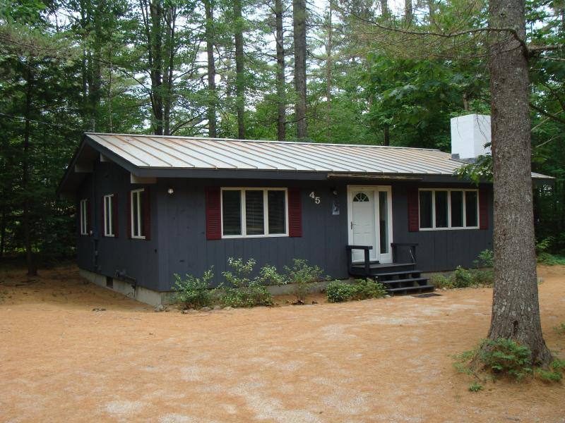Private & immaculate home - only a five minute walk to Echo Lake - ~ WALK to ECHO LAKE - STORYLAND -Cathedral. Ledge - North Conway - rentals