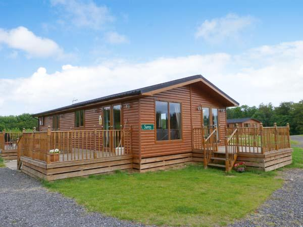 SURREY LODGE, log cabin, ground floor, hot tub, pet-friendly, in Kiplin, Ref 27297 - Image 1 - Kiplin - rentals