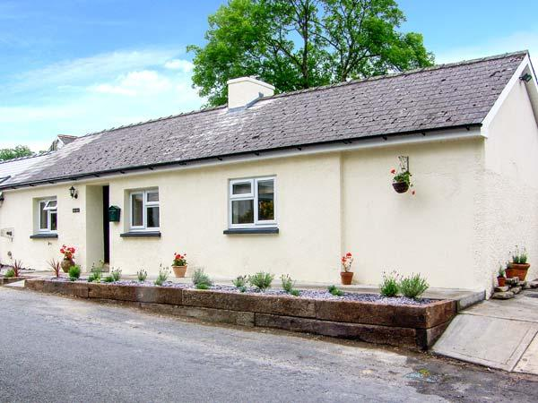 BANC BACH, detached cottage, pet-friendly, enclosed garden, in Cilcennin, Ref 914286 - Image 1 - Aberaeron - rentals
