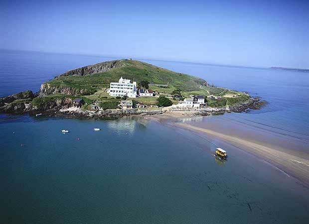 Bigbury beach at high tide - Apt 16 Burgh Island Causeway - Bigbury-on-Sea - rentals
