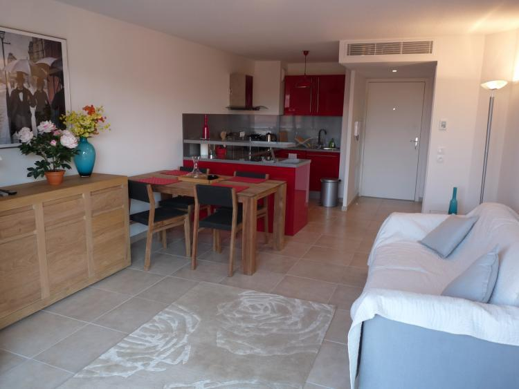 Merle Cozy 1 Bedroom Apartment Rental with a Balcony - Image 1 - Cannes - rentals