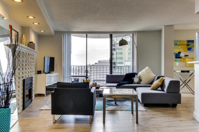 Junior penthouse w/ great views, sleek design & shared pool - Image 1 - Seattle - rentals