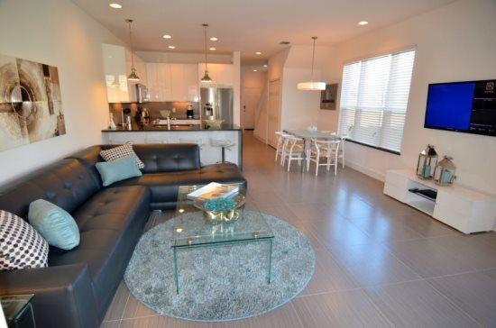 Modern 3 Bedroom Townhome with Private Splash Pool. 17534PA - Image 1 - Orlando - rentals