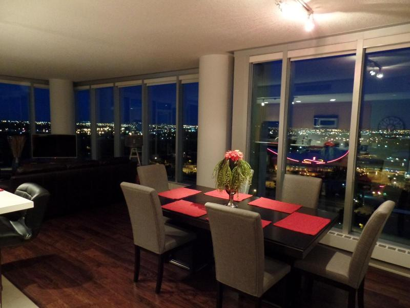 Dining room - Executive Rental Walking Distance To Stampede Park - Calgary - rentals