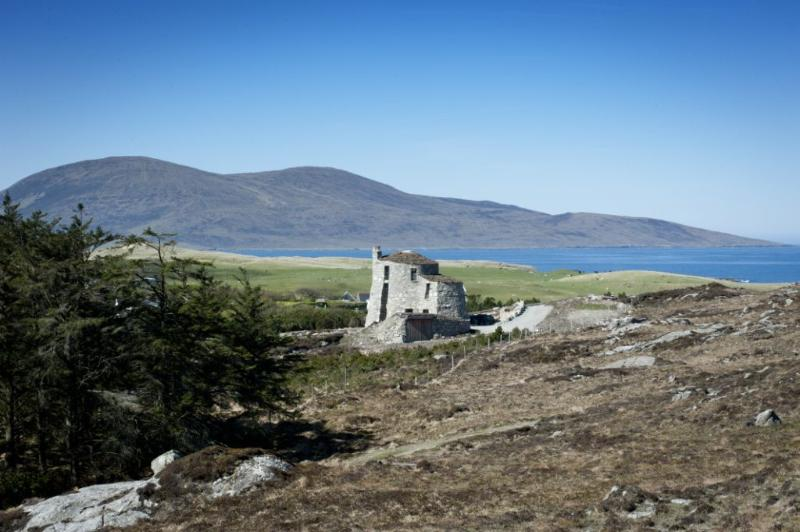 The Broch has commanding views across the Sound of Taransay - The Broch - Isle of Harris - rentals