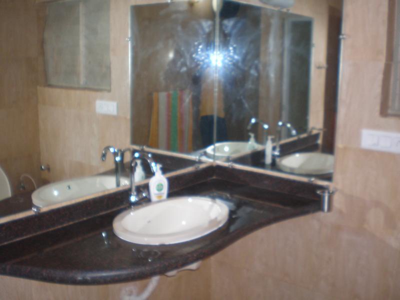 Extra Bathroom - Case Europa - Fully Serviced Beach Villa with Chef - Calangute - rentals