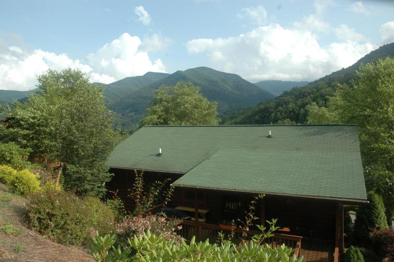 Maggie's Serenity nestled beautifully in The Smokey Mountains. - MAR.1 SKI PASS SALE MINUTES AWAY NO 4 WD NEEDED - Maggie Valley - rentals