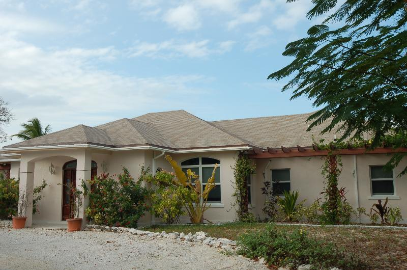 Coral Sands Beach Villa - ON THE BEACH 2 Bedroom Apt on Hoopers Bay sleeps4+ - George Town - rentals