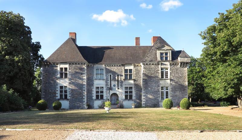 la cour d'honneur - Château de la Fresnaye - Angers - rentals
