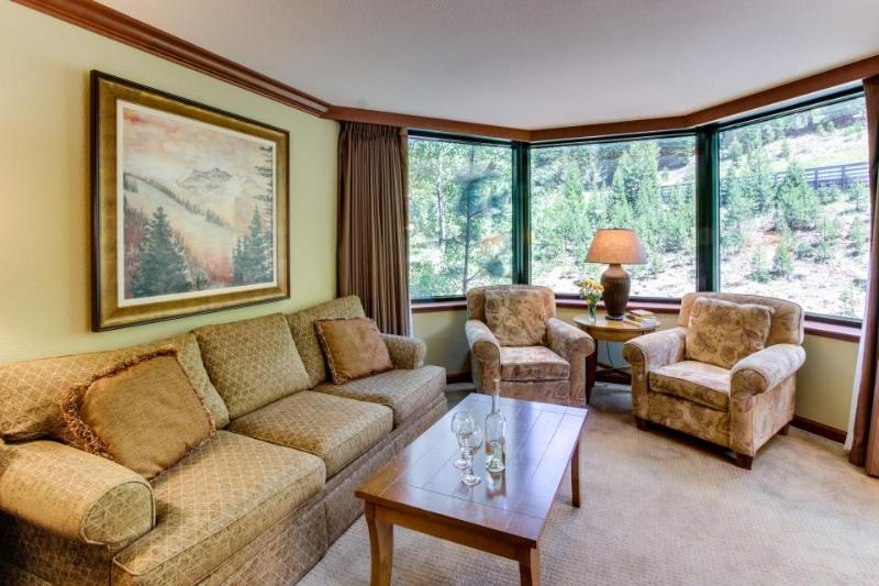 Cozy condo w/ shared hot tub, pool, resort amenities & easy ski access! - Image 1 - Alpine Meadows - rentals
