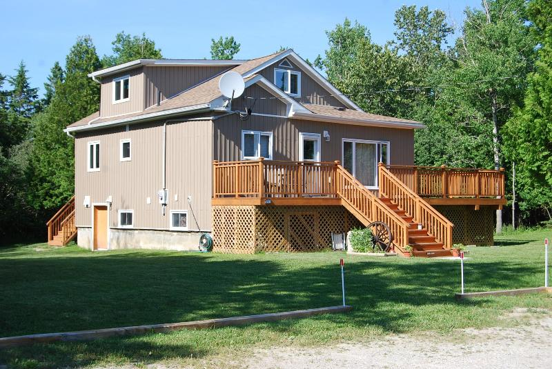 Front Exterior - Manitoulin Island Cottage Rental - Southbay Mouth - rentals