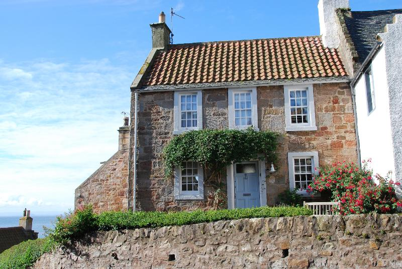 Stylish cottage by the sea - 21 Shoregate - stylish seaside cottage in Crail - Crail - rentals