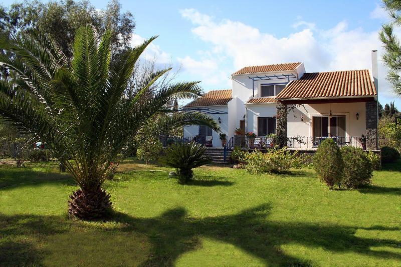 Villa Lefka and the Gardens - Villa Lefka - Stunning villa by the Seaside - Lefkimi - rentals