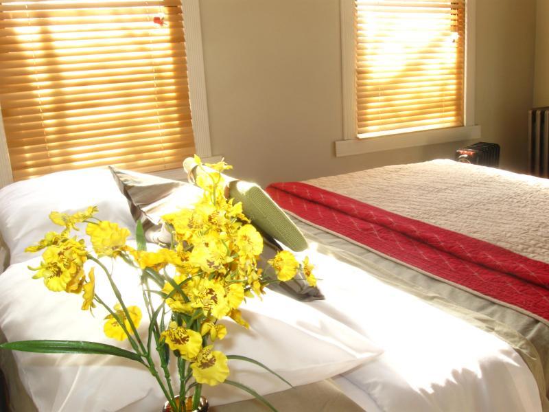 Bedroom 1, queen - 3BR Oasis in Prospect Heights, Brooklyn - Brooklyn - rentals