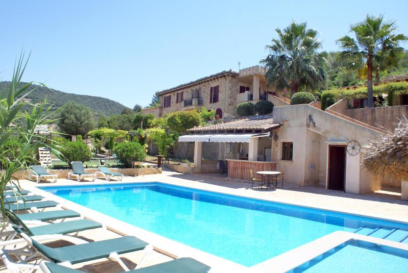 Finca Castillo Verdin - Spacious and beautiful family finca in Son Macia - Image 1 - Son Macia - rentals