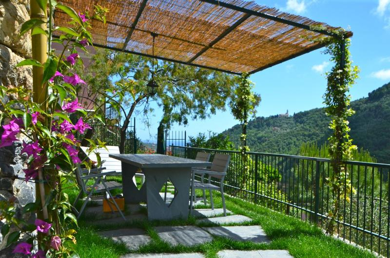Shaded Private Garden with table, chairs and sunbeds - Attic Sole + Room Stelle & Luna 5 Terre Portofino - Leivi - rentals