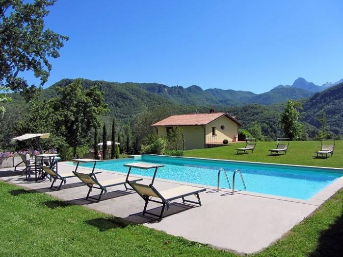 3 bedroom Villa in Lucca, Tuscany, Italy : ref 2017803 - Image 1 - Castelnuovo di Garfagnana - rentals