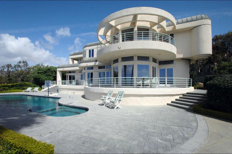 Front of the house - Malibu spectacular Ocean View & beach Mansion - Malibu - rentals