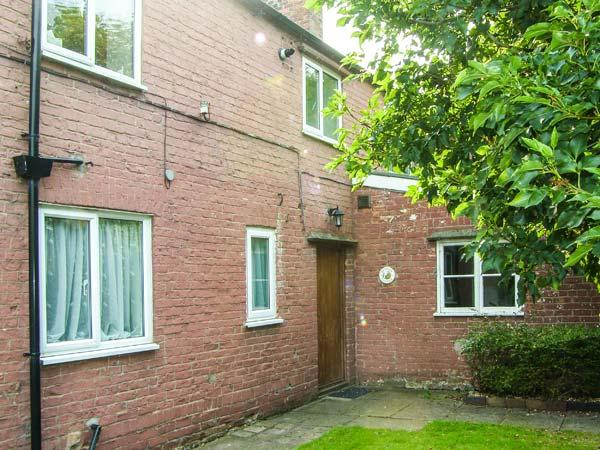 BRETTON HOUSE COTTAGE, family-friendly, near to city centre, good touring base in Chester, Ref 28402 - Image 1 - Higher Kinnerton - rentals