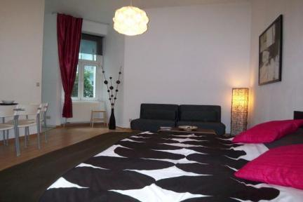 Spacious studio near Mauerpark in Prenzlauer Berg - Image 1 - Berlin - rentals