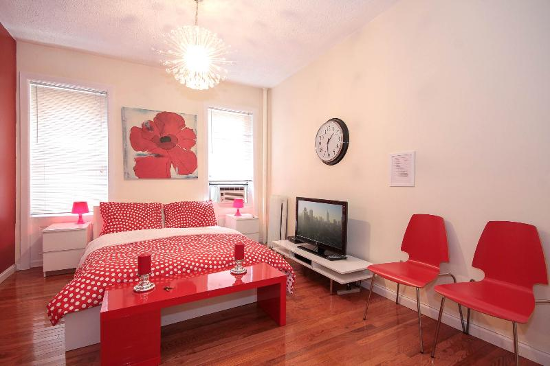 Stunning 3 Bedroom Just 20 Minutes to Times Square - Image 1 - New York City - rentals