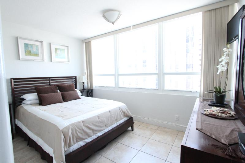 Seperate Bedroom - Bay View 719 Jr Suite - Miami Beach - rentals