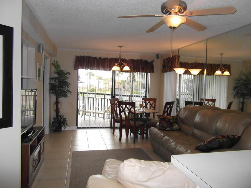 Main Area & Private Balcony - LOCATION! LOCATION! DIRECTLY ON ST PETE BEACH - Saint Pete Beach - rentals