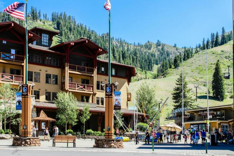 Ski-in/out condo w/ great amenities including year-round outdoor pool & hot tub - Image 1 - Olympic Valley - rentals
