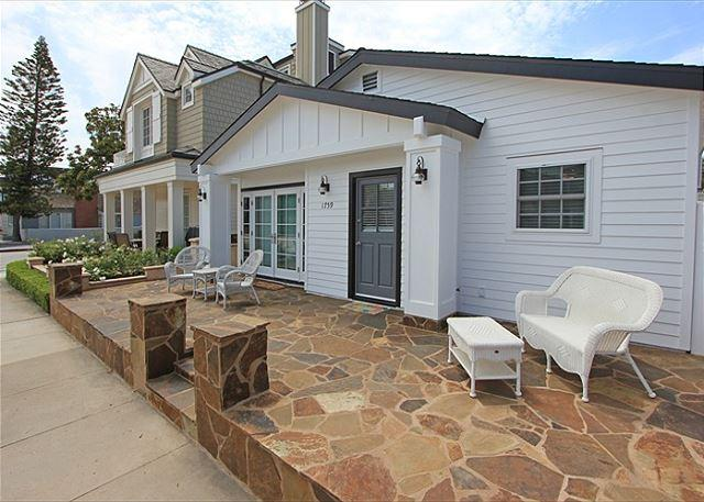 Adorable Peninsula Point Home w/Front & Back Patios! (68104) - Image 1 - Newport Beach - rentals