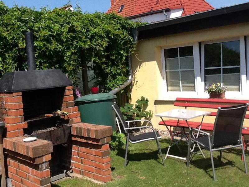 Vacation Bungalow in Stralsund - tranquil, ideal, near the beach (# 3858) #3858 - Vacation Bungalow in Stralsund - tranquil, ideal, near the beach (# 3858) - Stralsund - rentals