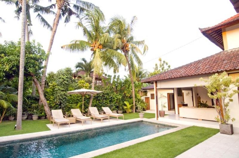 Pool and Sun Bed - Aisha, Luxury 4 Bed Villa, Central Seminyak - Seminyak - rentals