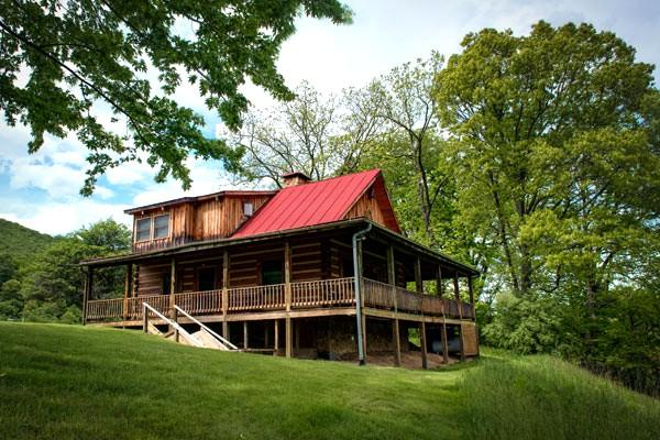 River House - 2 bed pet friendly home located within Meadow Lane. Gorgeous wraparound porch and access to fabulous amenities - Image 1 - Hot Springs - rentals