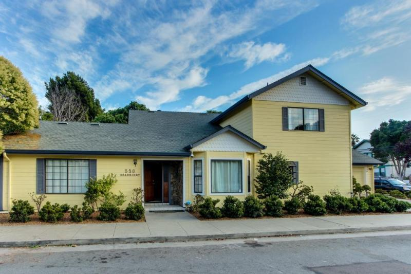 Classy dog-friendly family home 4 blocks from the beach + walk to boardwalk! - Image 1 - Santa Cruz - rentals