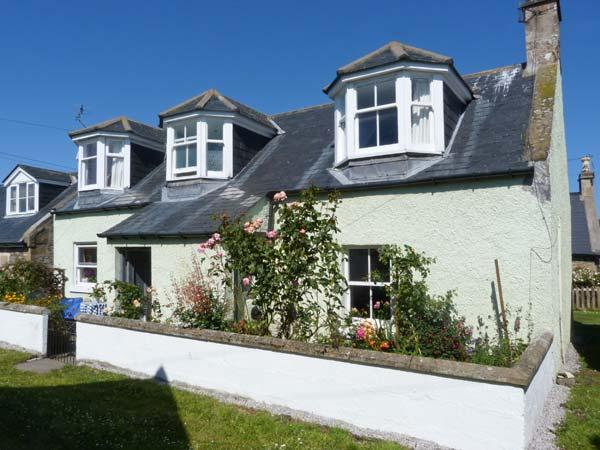 MINT COTTAGE, WiFi, luxury bathroom, woodburner, close to the coast, in Findhorn, Ref. 30595 - Image 1 - Findhorn - rentals