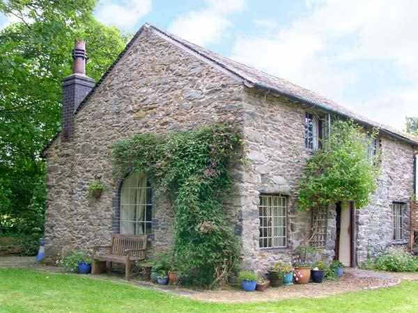 BEUDY DOLPEBYLL, detached cottage, woodburner, free fishing on-site, near Llangadfan and Meifod, Ref 911915 - Image 1 - Llangadfan - rentals