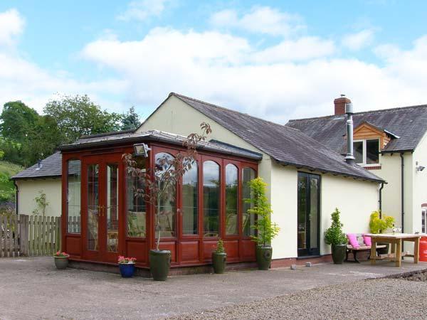 BRINKS, romantic retreat, woodburner, en-suite spa bath, pet-friendly, near Church Stretton, Ref 915129 - Image 1 - Ratlinghope - rentals