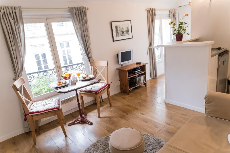 Marais Authentic - Peaceful St Paul 1 bedroom Apartment - Image 1 - Paris - rentals