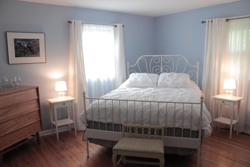 "Light filled & spacious ""the Camera"" bedroom has access to Day Spa and is near Mohonk and Minnewaska - Serene Vista Spa B and B of the Hudson Valley 2 - Wallkill - rentals"