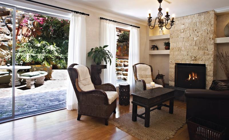 Indoor-outdoor living with the courtyard - Courtyard Suite - private courtyard and fire place - Cape Town - rentals