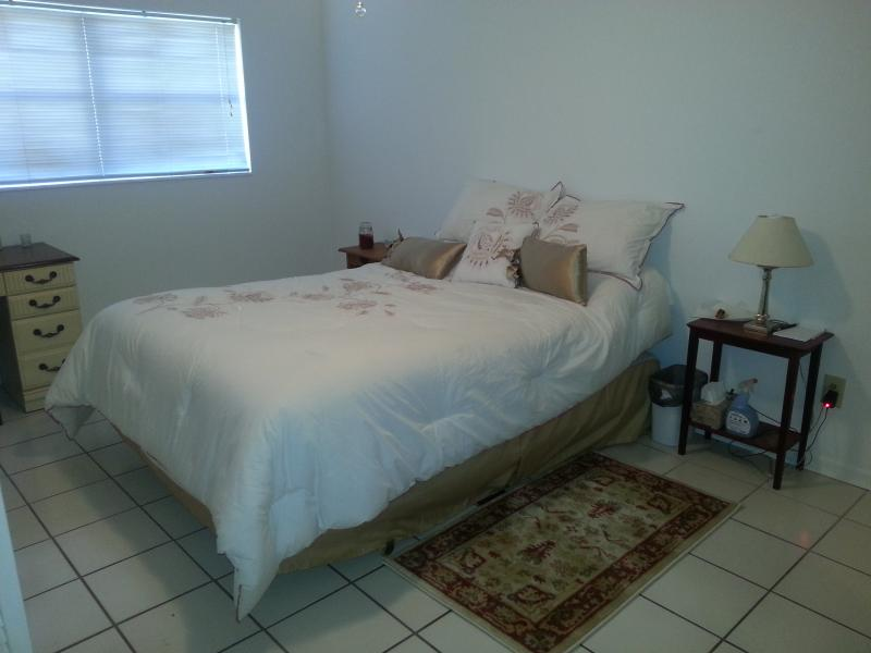 Main Bedroom - 2 Bedroom Apartment Close to Beach and Amenities - Cape Canaveral - rentals
