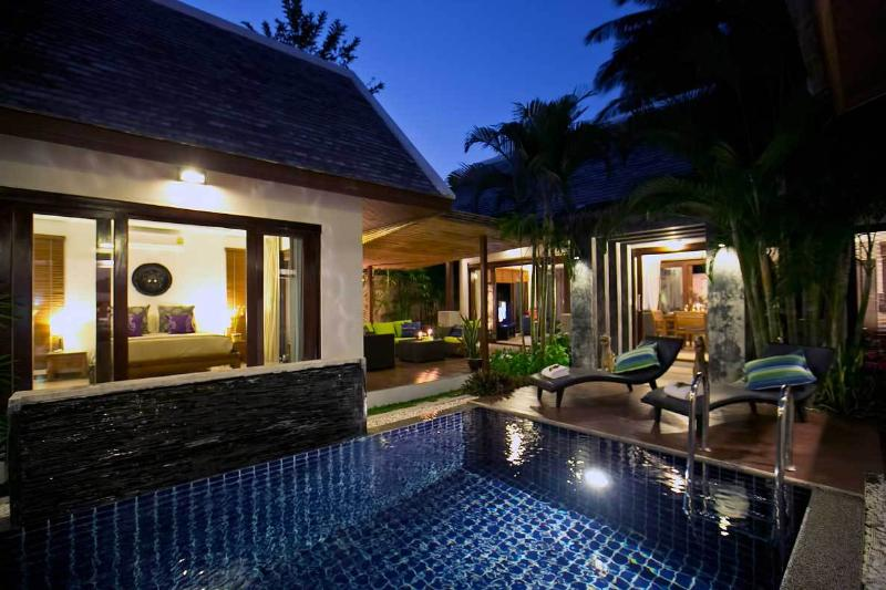 Guest room on left, outdoor lounge middle, and dining room on right. - Baan Tai Tara 1 - Koh Samui - rentals