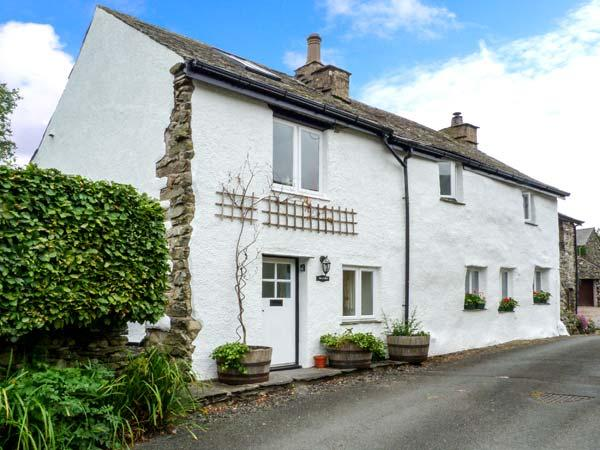 BECKFOLD, cosy romantic cottage, pet-friendly, woodburner, character features, near Ulverston, Ref 30649 - Image 1 - Penny Bridge - rentals