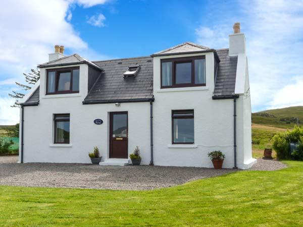 SEAVIEW, sea views, WiFi, child-friendly cottage near Portree, Ref. 915805 - Image 1 - Portree - rentals