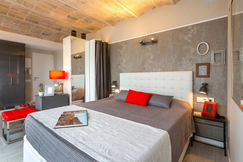 Bedroom with Closet - Penthouse Vintage Suites with Terrace 5.4 - 15% OFF MARCH STAY DISCOUNT - Barcelona - rentals