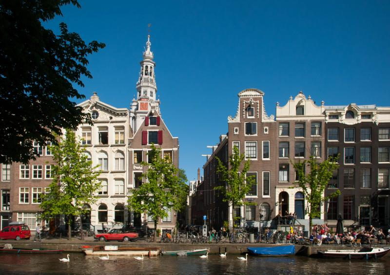 The house with the red shutters, dating back to 1605 - Central Canal Apartment 'De Korenbloemen of 1605' - Amsterdam - rentals