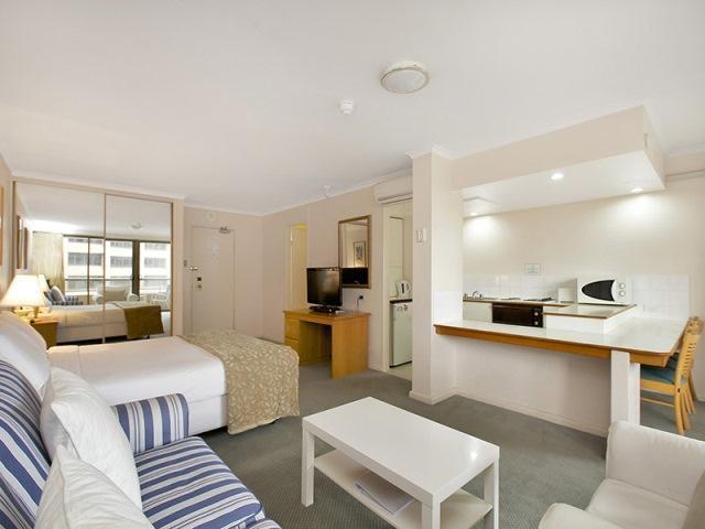 Spacious Studio With Balcony - Image 1 - Sydney - rentals
