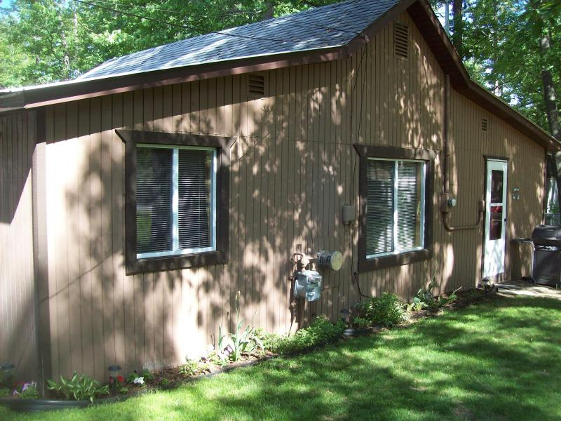 Wayside Inn Cottage at Lake Margrethe - Image 1 - Grayling - rentals