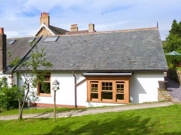 PLUM TREE COTTAGE, semi-detached, pet-friendly, enclosed garden, near Castleton, Ref 914908 - Image 1 - Castleton - rentals